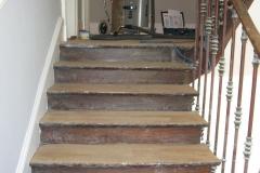Escalier ancien avant ponçage et vitrification
