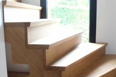 sur-parquet-pose-escalier-a-double-cremaillere